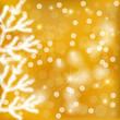 Tannenzweige mit goldenem Hintergrund
