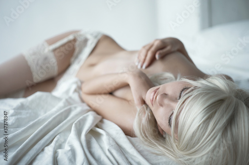 Sensual woman in bed - 37378347