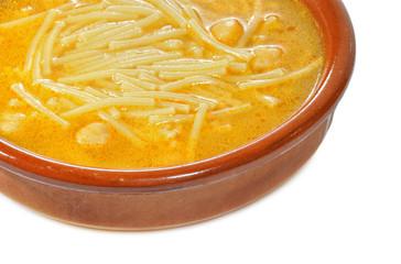 Detalle de sopa de cocido.