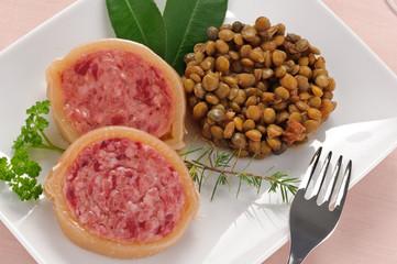 Fette di zampone con lenticchie