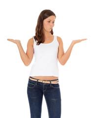 Attraktive junge Frau muss eine Entscheidung treffen