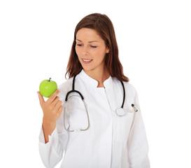 Attraktive Ärztin hält grünen Apfel