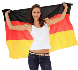 Attraktive junge Frau schwenkt deutsche Flagge
