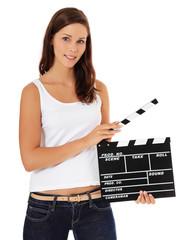 Attraktive junge Frau mit Filmklappe