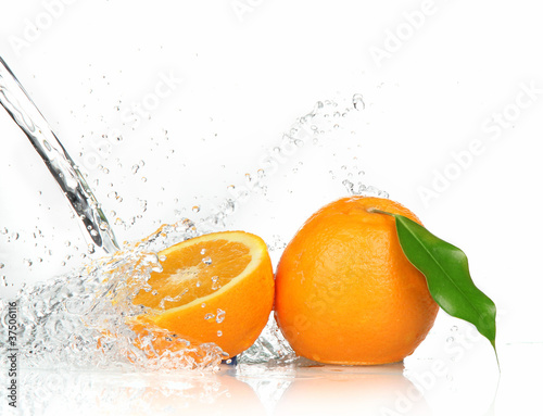 Foto op Canvas Opspattend water Orange fruits with Splashing water