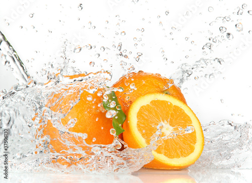 Deurstickers Opspattend water Orange fruits with Splashing water