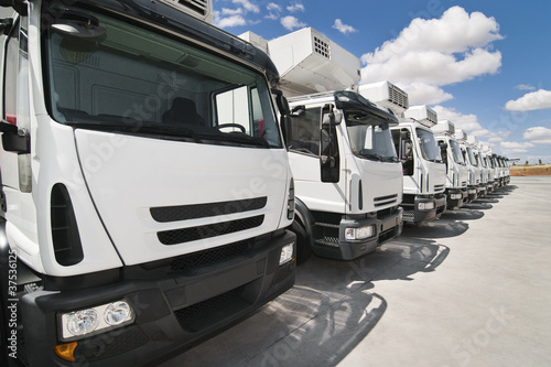 Flota de camiones de transporte.