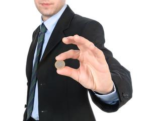 Giovane uomo che ha un euro in mano
