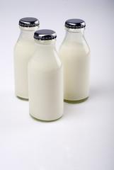 Drei Milchfläschchen