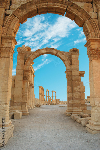 Fototapeta Ancient Roman time town in Palmyra, Syria.