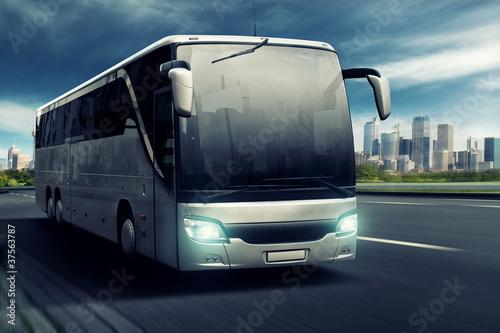 Leinwanddruck Bild Bus in front of big City