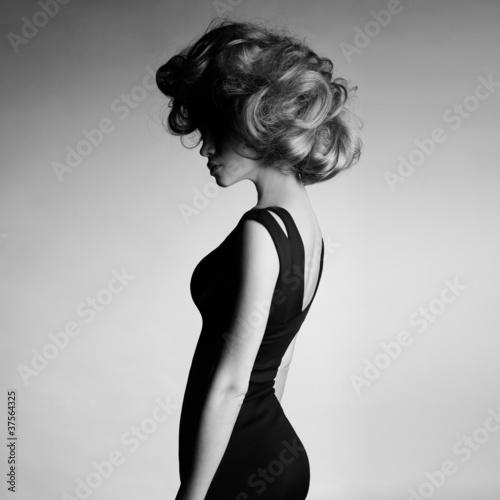 Leinwanddruck Bild Young beautiful lady in elegant dress