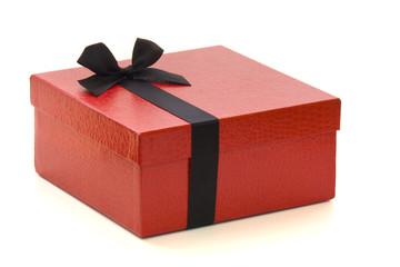 Caja de regalo roja con listón negro
