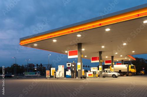 Leinwanddruck Bild gas station
