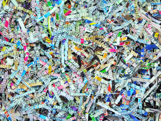 Colour shredded paper