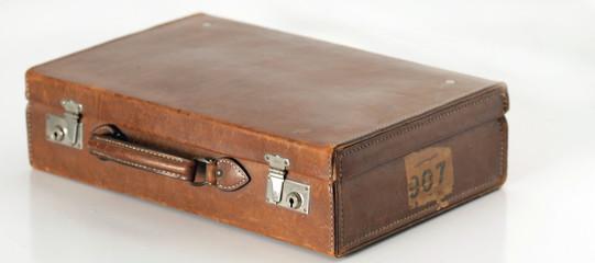 alter brauner Koffer