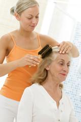 Aide à domicile - Soin des cheveux