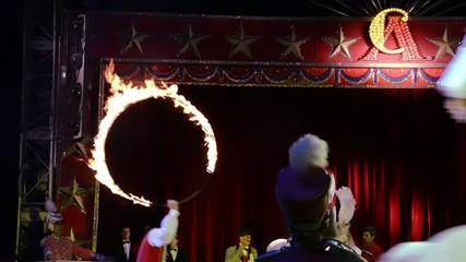 circo, salto nel cerchio di fuoco