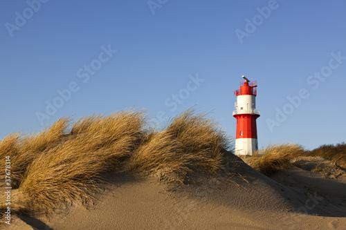 Kleiner Leuchtturm in den Dünen von Borkum - 37678314