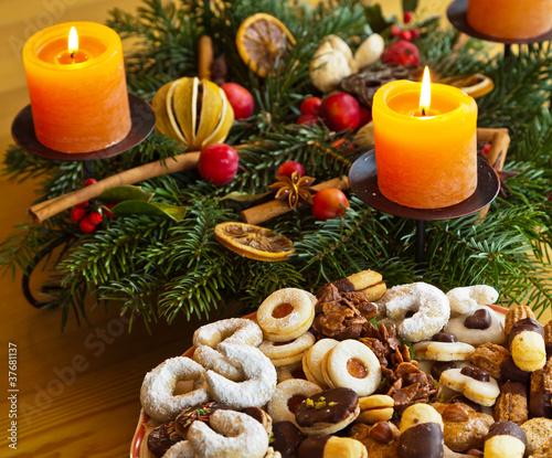 pl tzchen und kekse zu weihnachten stockfotos und. Black Bedroom Furniture Sets. Home Design Ideas