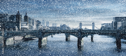 River Thames snowing