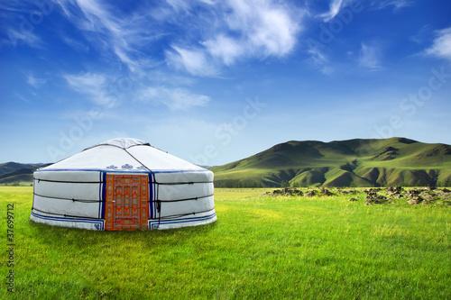 Yourte mongole dans un magnifique paysage