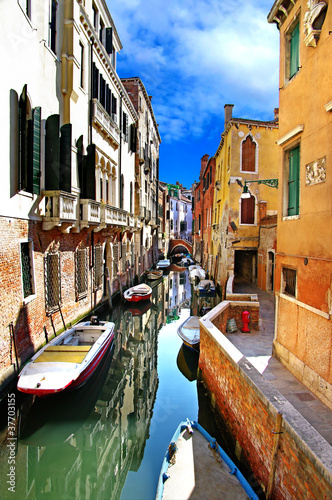 pictorial venetian canals - 37703155