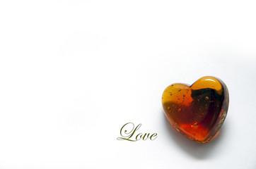 """CUORE SU SFONDO BIANCO CON SCRITTA """"LOVE"""""""