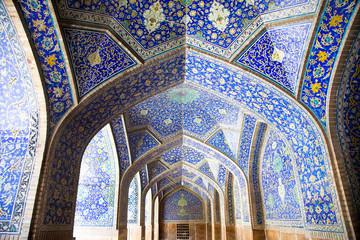 Tiled orienta  arcs and pillars on Jame Abbasi mosque, Esfahan