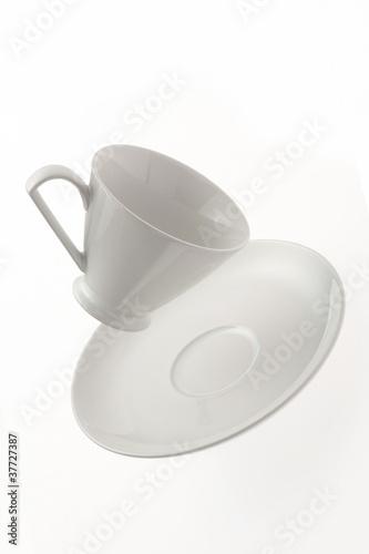 落下するコーヒーカップ