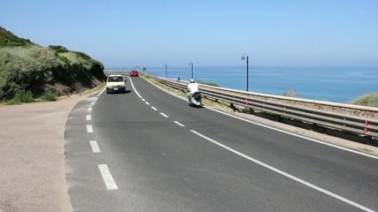 in scooter sulle strade di sardegna
