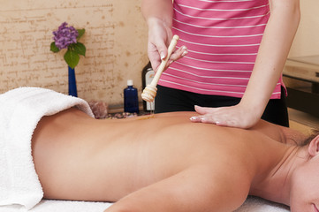 Honigmassage - Wellnesmassage - mit Massagehonig