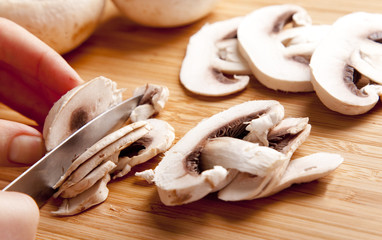 Mushrooms cutting