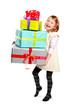 Kind beim Geschenke tragen