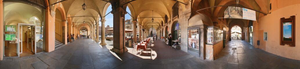 Modena, portici di via Emilia