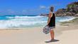 promeneuse sur plage