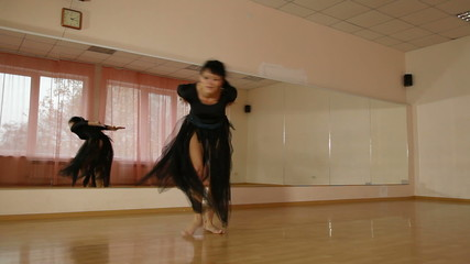 dancer practiced in contemporary dance in front of a mirror