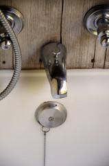 Grifo cromado de baño