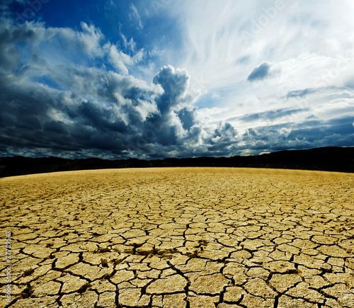 paisaje de suelo agrietado - 37789543