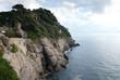 scogliera rocciosa sul mare a portofino in Italia