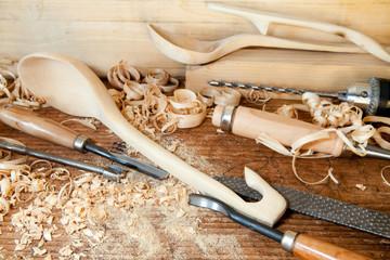 intaglio di utensili in legno