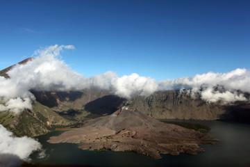 Gurung Rinjani, Indonesian Volcano