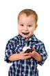 kleiner Junge mit Negerkuss