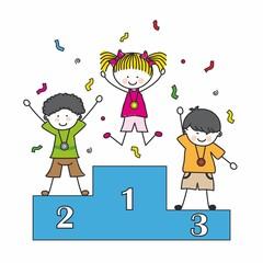 Niños en un podio.