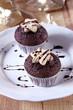 muffins mit sternen und schokosauce