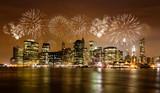 Skyline von New York mit Feuerwerk