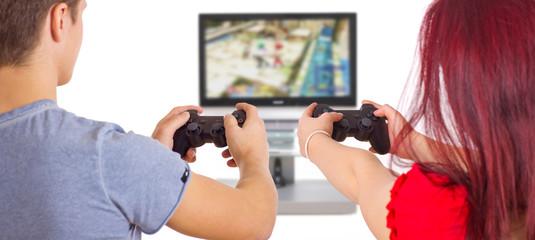 Pärchen spielt Spielekonsole