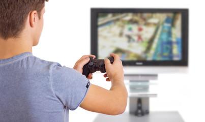 Mann spielt Computerspiel
