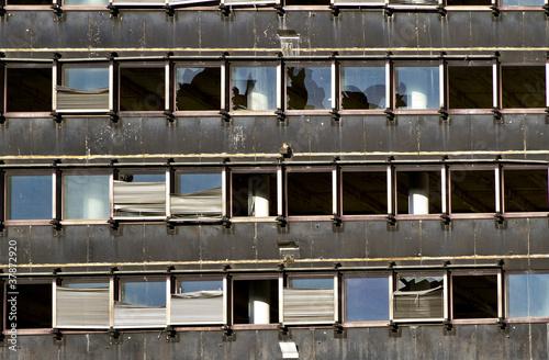 Leinwanddruck Bild Alte, kaputte Hausfassade