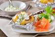 Folienkartoffel mit Kräuerquark und Räucherlachs